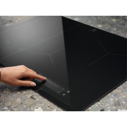 Plita incorporabila cu inductie pe toata suprafata Electrolux EIS84486, 78 cm, functie punte, ecran TFT, gri
