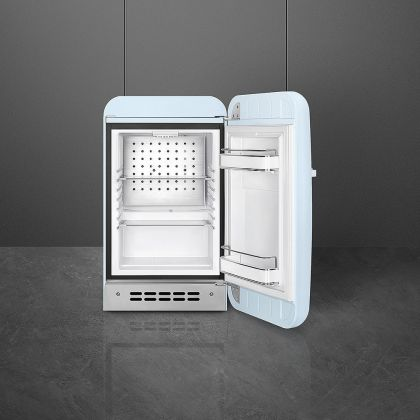 Frigider minibar retro pentru bauturi Smeg FAB5RPB3, albastru pal, 40 cm latime