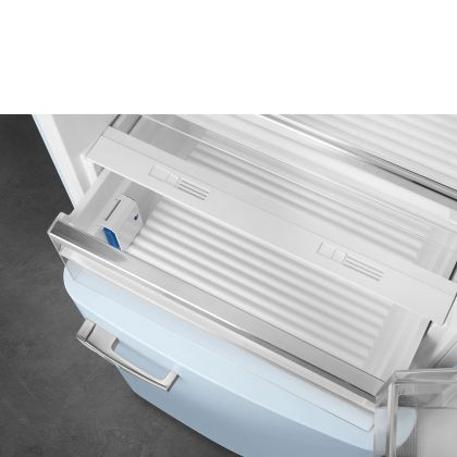 Combina frigorifica retro Smeg FAB38RPB, 70 cm latime, No Frost, clasa A++, albastru deschis, inverter, Ice maker