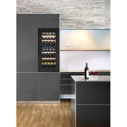 Vitrina de vin incorporabila Vinidor Liebherr EWTgb 2383, sticla neagra, 2 zone de temperatura individuala, protectie UV, 169 l, 51 sticle