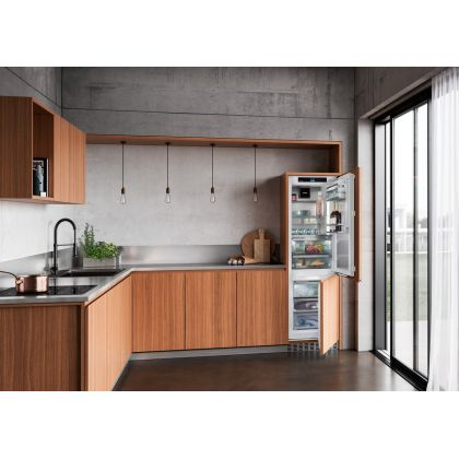 Combina frigorifica incorporabila No Frost Liebherr ICBNdi 5183, 56 cm, clasa D, display Touch, BottleTimer, filtru aer, BioFresh, IceMaker, InfinitySpring